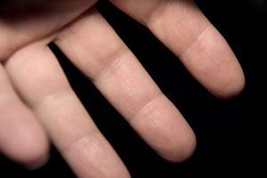 Quelles sont les causes des engourdissements dans les doigts?