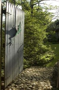 Comment construire une barrière en bois de la vie privée Escrime