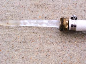 Comment créer un vide à l'eau courante
