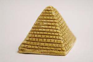 Comment faire une pyramide à la maison