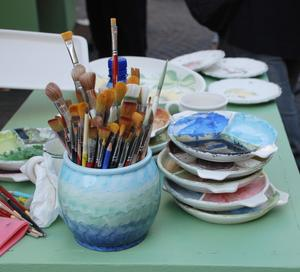 Comment peindre à l'acrylique en céramique