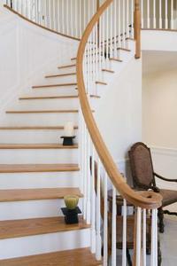 Comment utiliser papier de verre pour Refinish les Escaliers