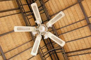 Comment réparer bruit dans une salle de bains Ventilateur de plafond