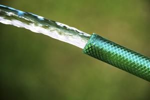 Comment siphonner l 39 eau avec un tuyau - Comment vider une piscine avec un tuyau d arrosage ...