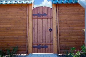 Comment construire une porte confidentialité de clôture avec bois traité sous pression