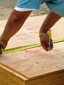 Comment utiliser du contreplaqué sous un matelas au lieu d'un sommier