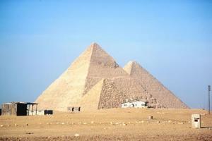 Sortes de pyramides et prismes