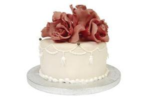 Comment Pochoir un design chocolat Zigzag sur les côtés du gâteau