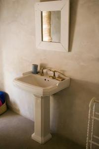 Comment remplacer le drain dans un lavabo sur colonne