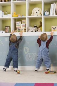 Comment décorer une chambre de bébé pour des jumeaux
