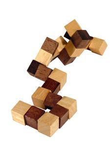 Comment résoudre un cube puzzle serpent bois