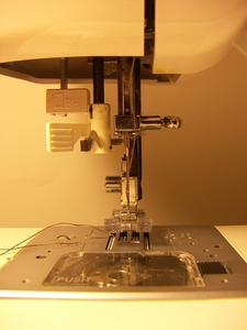Comment remplacer un boîtier canette dans une machine à coudre Singer 2517