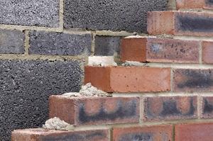 Comment faire pour installer les blocs de béton